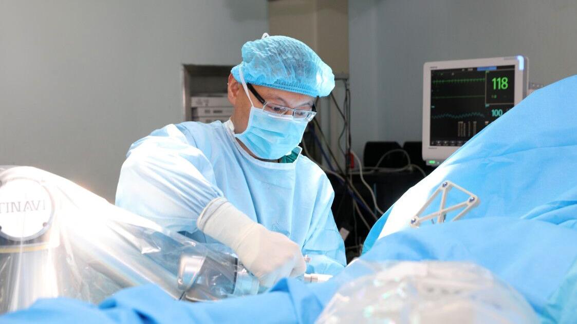 世界首例 | 烟台山医院完成机器人辅助下微创治疗骨盆骨折手术