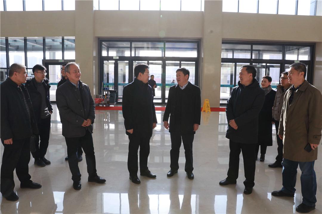 副市长张代令到烟台山医院东院区走访慰问